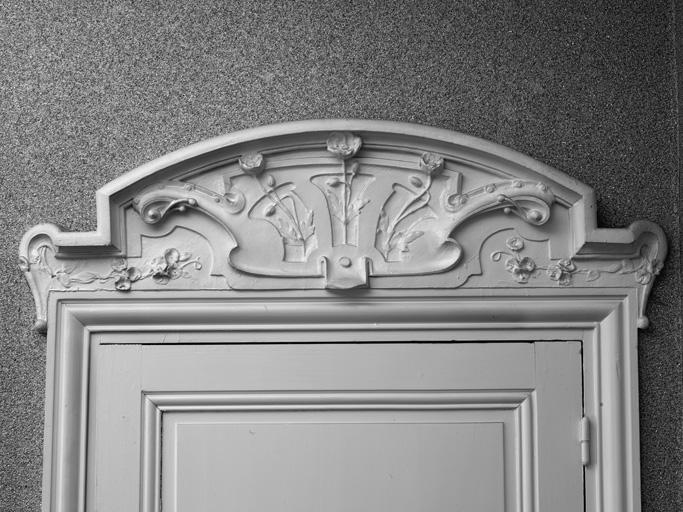 salon dessus de porte en bois sculpt demeure appel e. Black Bedroom Furniture Sets. Home Design Ideas
