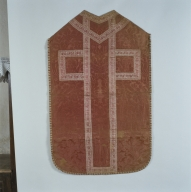 Ornement rose : chasuble, étole, bourse de corporal