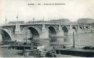 Lyon - 35 - Pont de la Guillotière . [Avant 1930]. 1 impr. photoméc. (carte postale) : n. et b. (MdFR. Collection Rondeau, CP RON 0881)