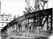La construction du pont de la Boucle. La fin de la construction des arches. [1903]. 1 photogr. : n. et b. (AM Lyon. 15 Ph 1829)