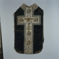 Ornement noir : chasuble, manipule