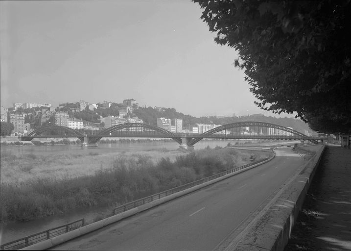 Vue d'ensemble du pont avant sa destruction