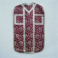 Ornement rouge (n°1) : chasuble, manipule